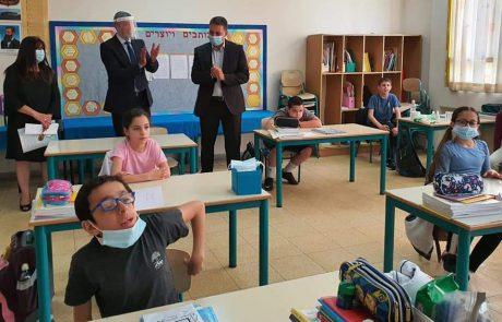 פתיחת הלימודים המחודשת: השר פרץ ביקר בבתי הספר במודיעין