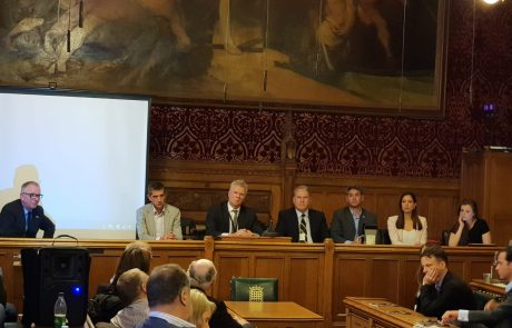 מלחמת הסברה בינלאומית: לראשונה חיילי מילואים בפרלמנט הבריטי